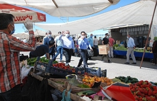 Kaymakam Dundar ve Başkan Şahin, semt pazarında...