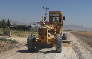 Büyükşehir Belediyesi Mardin genelinde yol çalışmalarına...