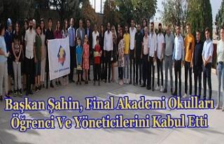 Başkan Şahin, Final Akademi Okulları öğrenci...