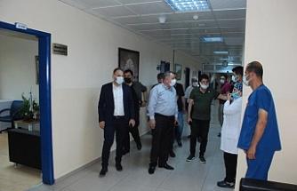 Başkan Şahin, yeni atanan Başhekim Tomruk'u ziyaret etti.