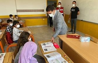 Başkan Aksoy İlk Günde Çocukları Yalnız Bırakmadı