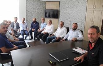 Yarış, AK Parti'nin önceki dönem ilçe başkanlarını ziyaret ediyor