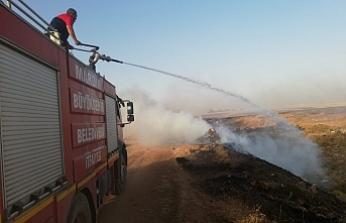 İtfaiye ekipleri, yaklaşık 2 bin dönüm ekili alanda çıkan 45 yangına müdahale etti