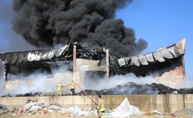 Mardin'de plastik dönüşüm fabrikasında çıkan yangın kontrol altına alındı