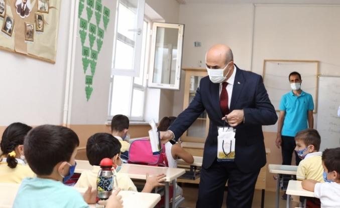 Vali Demirtaş, Yüz Yüze Eğitimde İlk Ders Zili Heyecanına Ortak Oldu