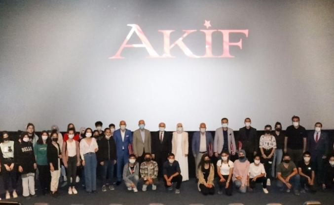 """Vali Demirtaş, """"Akif"""" Filmini Öğrencilerle İzledi"""
