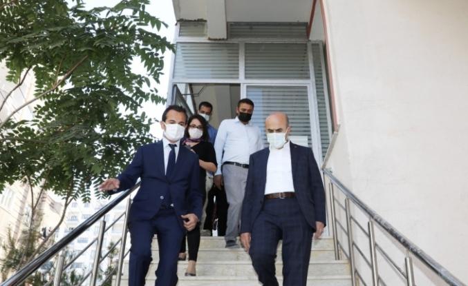Vali Demirtaş, üniversite öğrencileri için hızla hazırlanan yurtları incelendi