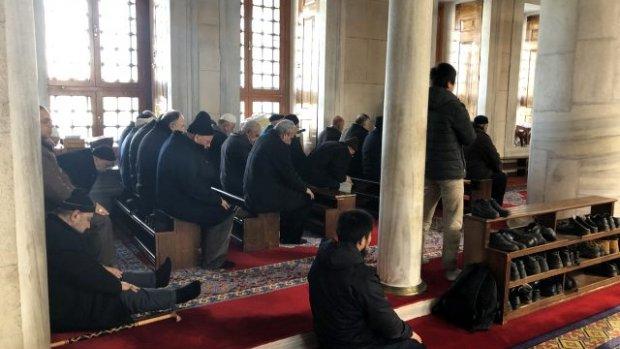 Camilerde tabure ve sandalye üzerinde namaz kılma devri kapandı - Video