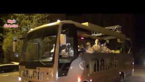 Midyat'taÜstü açık minibüsteki müzisyenlerden moral konseri
